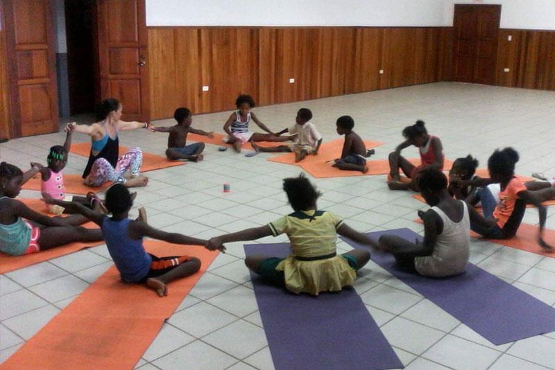 Yoga sessions with children in Seine Bight